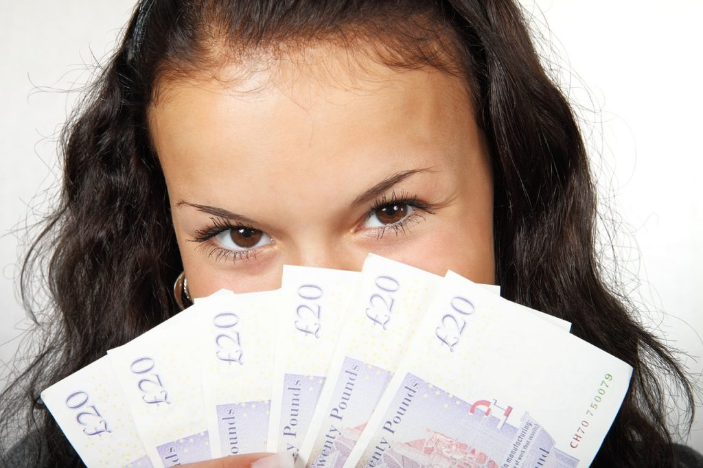 Comment arrondir ses fins de mois et compléter ses revenus mensuels?